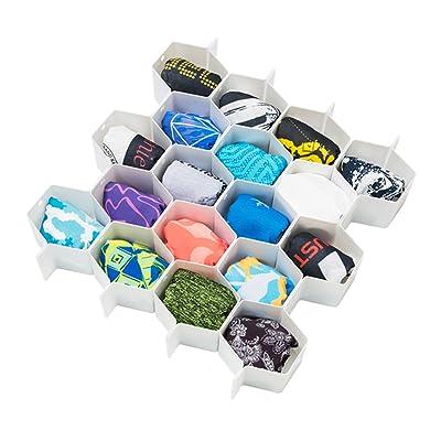 靴下の洗濯でありがち 干し方や収納・臭い対策のアイデアと便利アイテム
