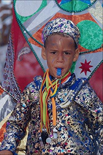745073 Jongen Met Carnaval Kostuum En Fluitje A4 Photo Poster Print 10x8