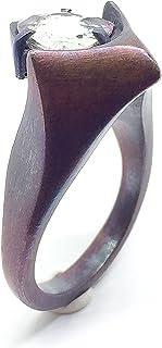Bellissimo anello dal design esclusivo con abbagliante tormalina rosa chiaro/verde del Mozambico che misura 8,5 x 8,5 mm e...