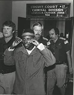 Vintage Photos 1980 Press Photo Tommy Lee Hines Headed for Hospital from Courthouse - abna32614