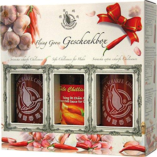 FLYING GOOSE Sriracha scharfe Chilisaucen Geschenkbox (in 3 Geschmacksrichtungen, Würzsaucen aus Thailand) 3er Pack (Sriracha scharf 455ml, Sriracha sehr scharf 455ml, süße Chilisauce 295ml)