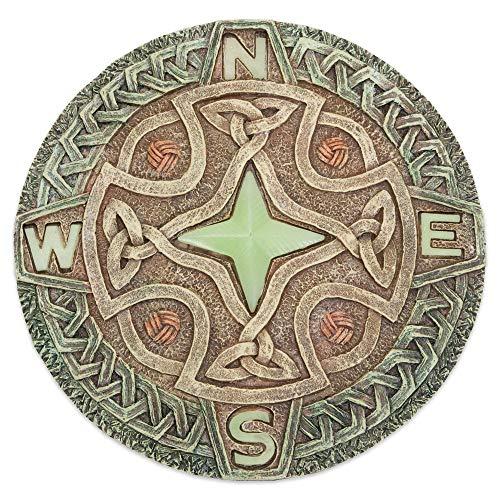Bits and Pieces - Keltischer Kompass Trittstein Nachtleuchtend - Zierstein für Garten oder Wiese - Leuchtet im Dunklen oder bei Nacht - Dekostein, Garten-deko