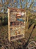 BTV Große Nistkästen Insekten XXL Insektenhotel groß, mit/ohne Ständer, hohe Form, Insektenhaus als funktionale mit Futterstation und Holzrinde-Naturdach robust
