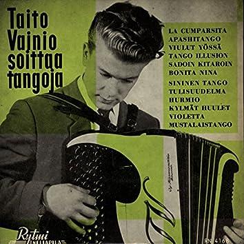 Taito Vainio soittaa tangoja