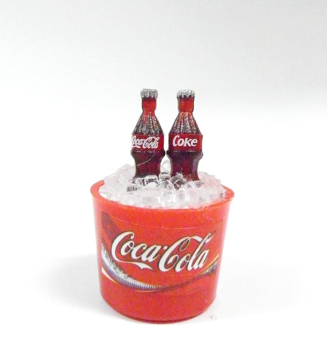キャンプグラフィック甘美な【アメリカ雑貨】コカ?コーラ CocaCola マグネット ミニチュア 瓶デザインタイプ (2本バケツ) [並行輸入品]