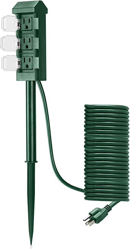 BESTTEN Outdoor Power Strip With 20 Foot Ultra Long Extension Cord 3 Outlet Weatherproof Yard Stake With Protective Cover ETL Certified Green