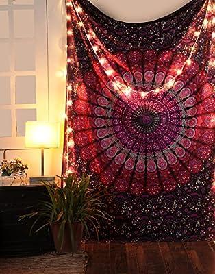 Tapiz rosa y morado mide 127 x 152 cm hecho de tela de algodón 100% con diseño serigrafiado en él. Esta hermosa pieza de decoración para el hogar se puede utilizar como tapiz, colgar en la pared, colcha, decoración de pared, decoración de la cama, se...
