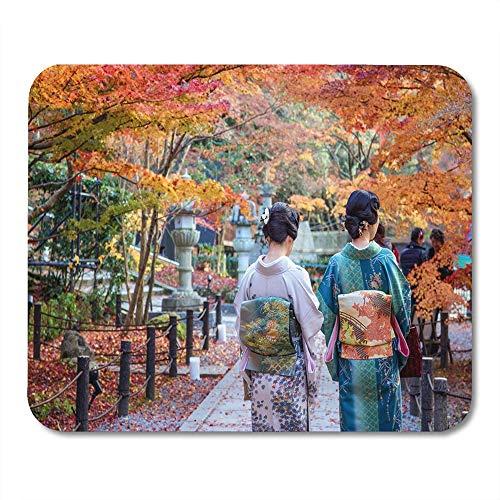 Kostuum Orange Festival Japanse dames in kimono Geniet van herfstbladeren Red Local Couple Mouse Pad
