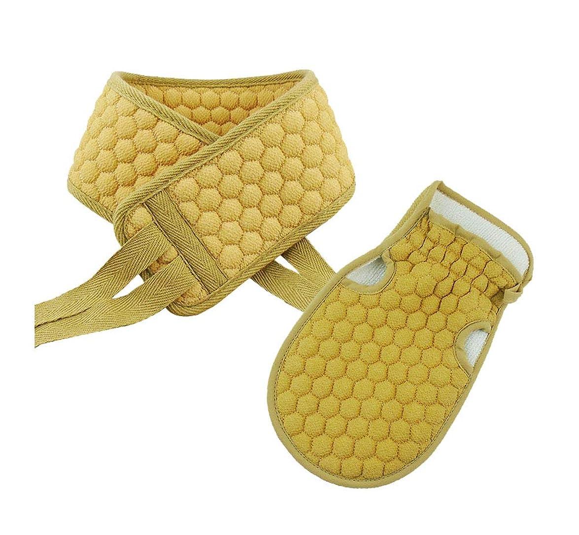 淡い後方に軍隊バスストリップと入浴手袋、剥き出しバスブラシ(黄色)