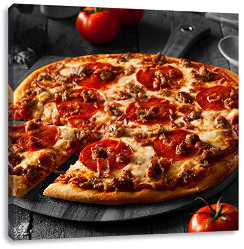 Pepperoni pizza vers uit de ovenCanvas Foto Plein | Maat: 70x70 cm | Wanddecoraties | Kunstdruk | Volledig gemonteerd
