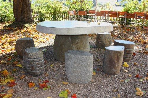 Wuona Objects tuintafel van javanees riviersteen met 8 steenkrukken