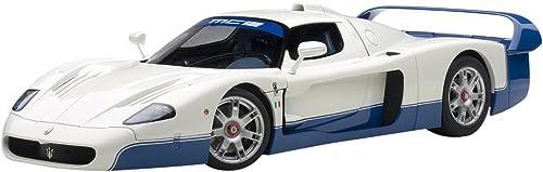 AUTOart 75801 Maserati MC12 Pearl Weiß 2004