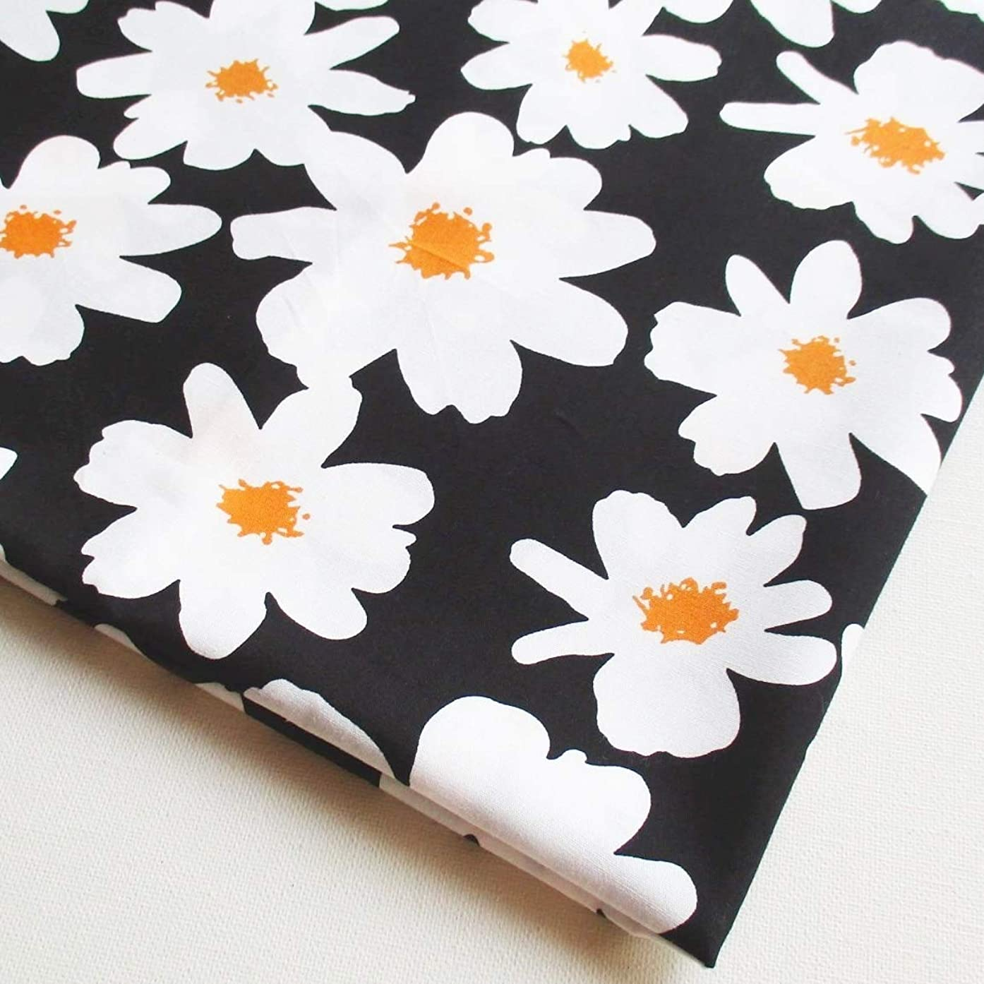 White Daisy Flower Yellow in The Garden Cotton Floral on Black Fabric 36 by 36-Inch Wide (1 Yard) (CT800)