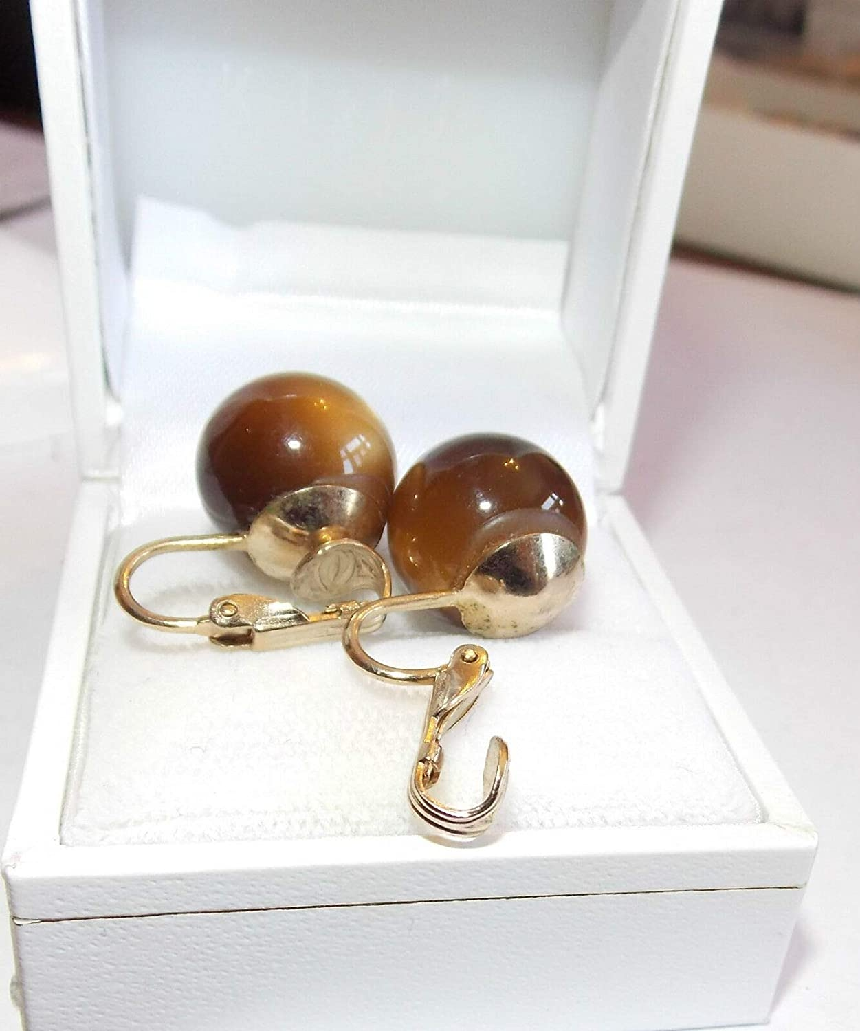 Vintage Gold Tone Carmel Brown Thermoset Moonglow Plastic Ball Clip on Earring ES-2699