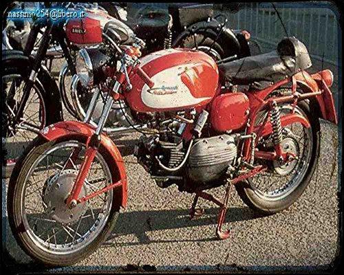 Red Rat Aermacchi ALA D'oro 175 (1962) A4 Fotodruck Motorrad Vintage Aged