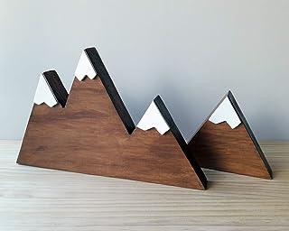 Set di due montagne innevate in legno color noce e stile nordico