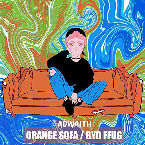 Orange Sofa / Byd Ffug