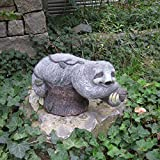 Unibest Gartendeko Faultier liegend auf Baumstumpf Gartenfigur Magnesium-Oxid GW9550