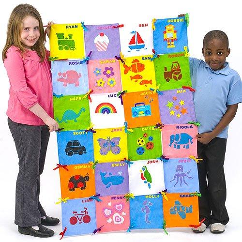 Baker Ross EV141 Bastelset-Patchwork-Quadrate aus Stoff zum Bemalen und Dekorieren für Kinder als Wandbehang und Decke-32 Stück