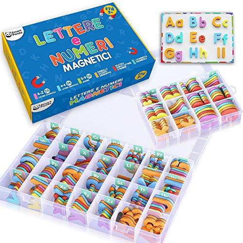 Smart Panda Lettere e Numeri Magnetici per Bambini – Il Set Completo: 182 Lettere e 81 Numeri e Simboli – Magneti per Il Frigo per Bambini - Include 2 Contenitori, Lavagna Magnetica, Penne e Gomma