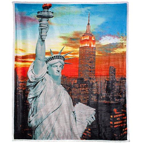 CelinaTex Quinta Kuscheldecke 150 x 200cm New York grau Motivdruck Tagedecke Mikrofaser Fernseh-Decke Lammfelloptik