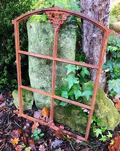 Antikas | Eisenfenster mit Stichbogen |ca. 74 x 50,5 cm | mit Flugrost besetztes Stall Fenster in antik Optik