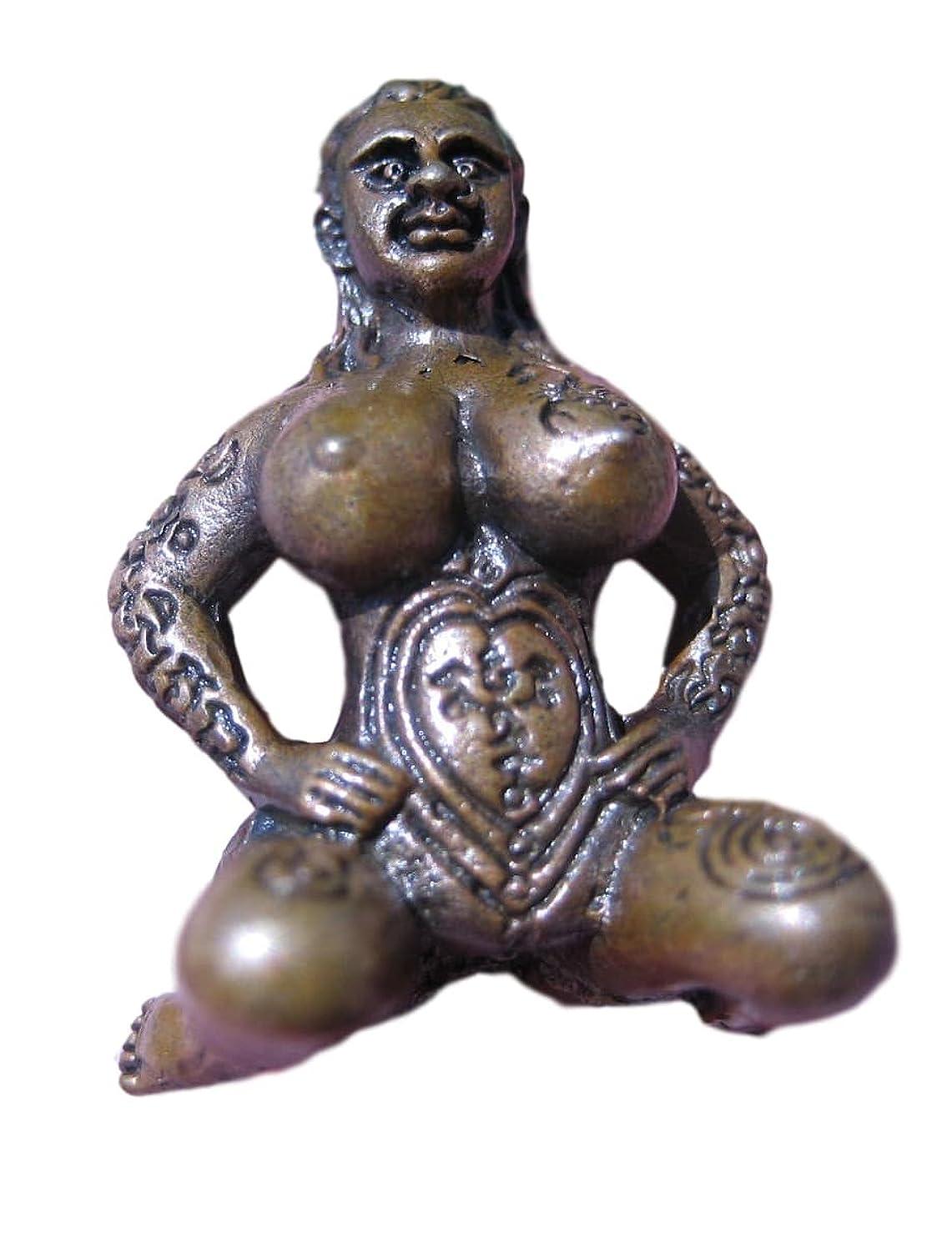 パーセント横向きうれしい真鍮の裸ヌードレディお座りお守りタイ幸運の魅力仏教の祝福 Brass Naked Nude Lady Sitting Amulet Thailand Good luck charm Buddhist Blessing