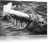 eine Dampflokomotive fährt über das Glenfinnan Viadukt B&W Detail, Format: 80x60 auf Leinwand, XXL riesige Bilder fertig gerahmt mit Keilrahmen, Kunstdruck auf Wandbild mit Rahmen, günstiger als Gemälde oder Ölbild, kein Poster oder Plakat