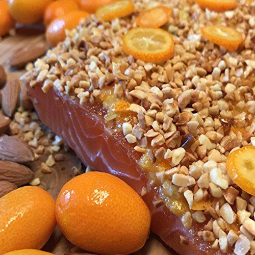 Graved Lachs mit gerösteten Mandeln und Kumquats 1,1kg Seite ✔ Mit frischen Kräutern und Bio Zitrusfrüchen in eigener Manufaktur hergestellt
