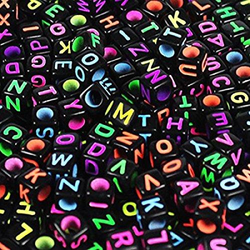 Tianyu 600pcs 6x6mm mischte schwarzen Acrylkunststoffperlen, mit bunten Buchstaben / Alphabet A-z Würfelperlen Abmessung,Halsketten, Schlüsselanhänger und DIY Kinderschmuck