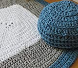 Conjunto de puf y alfombra cuadrada, en color blanco, tierra y verde azulado