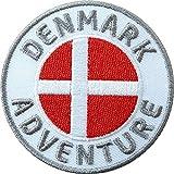2 x Dänemark Abzeichen gestickt 60 mm / Abenteuer Reise Urlaub Küste Wandern Flagge Wappen Skandinavien dänisch / Aufnäher Aufbügler Flicken Sticker Patch / Reiseführer Landkarte Buch Camping