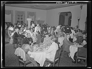 Detroit, Michigan. A Venetian night party at the Detroit yacht club, whose members represent the wealthier class of manufacturers and their friends. Interior of the dining room