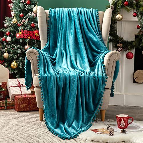 MIULEE Kuscheldecke Weihnachten Fleecedecke Flanell Decke Mit Pompoms Einfarbig Wohndecken Couchdecke Flauschig Überwurf Tagesdecke Sofadecke Blanket Für Bett Sofa Schlafzimmer 125x150 cm Wasser grün
