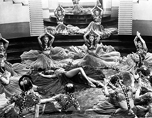 Celebrity Photos Marlene Dietrich Dancing in Ballet Outfit with Dancers Photo Print (76,20 x 60,96 cm)