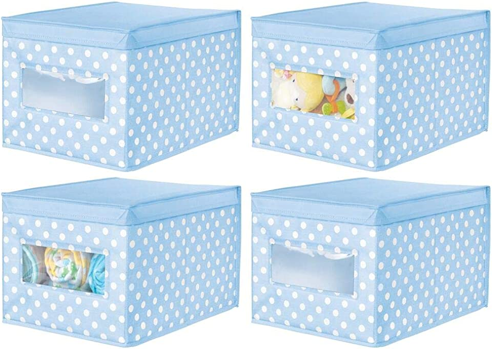 mDesign 4er-Set Stoffkiste mit Punkten – Aufbewahrungsbox mit Klappdeckel für das Kinderzimmer – stapelbarer Organizer aus atmungsaktiver Kunstfaser – hellblau/weiß