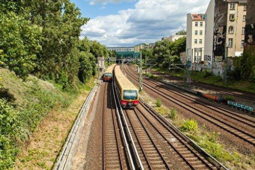 Pixblick - S-Bahn in Prenzlauer Berg in Berlin - Hochwertiges Wandbild - Poster 90 x 60 cm