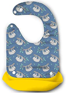 青い小さな小さな葉を持つ木の枝にナマケモノ 【お食事エプロン シリコン】 シンプルで可愛いパステ 丸めて持ち運びが便利 防水仕様 食事用 スタイ 赤ちゃんエプロン