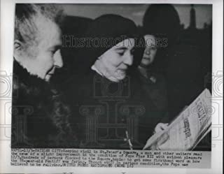 Historic Images - 1954 Vintage Press Photo Keeping vigil in St. Peter's Sq. for Pope Pius XII recovery