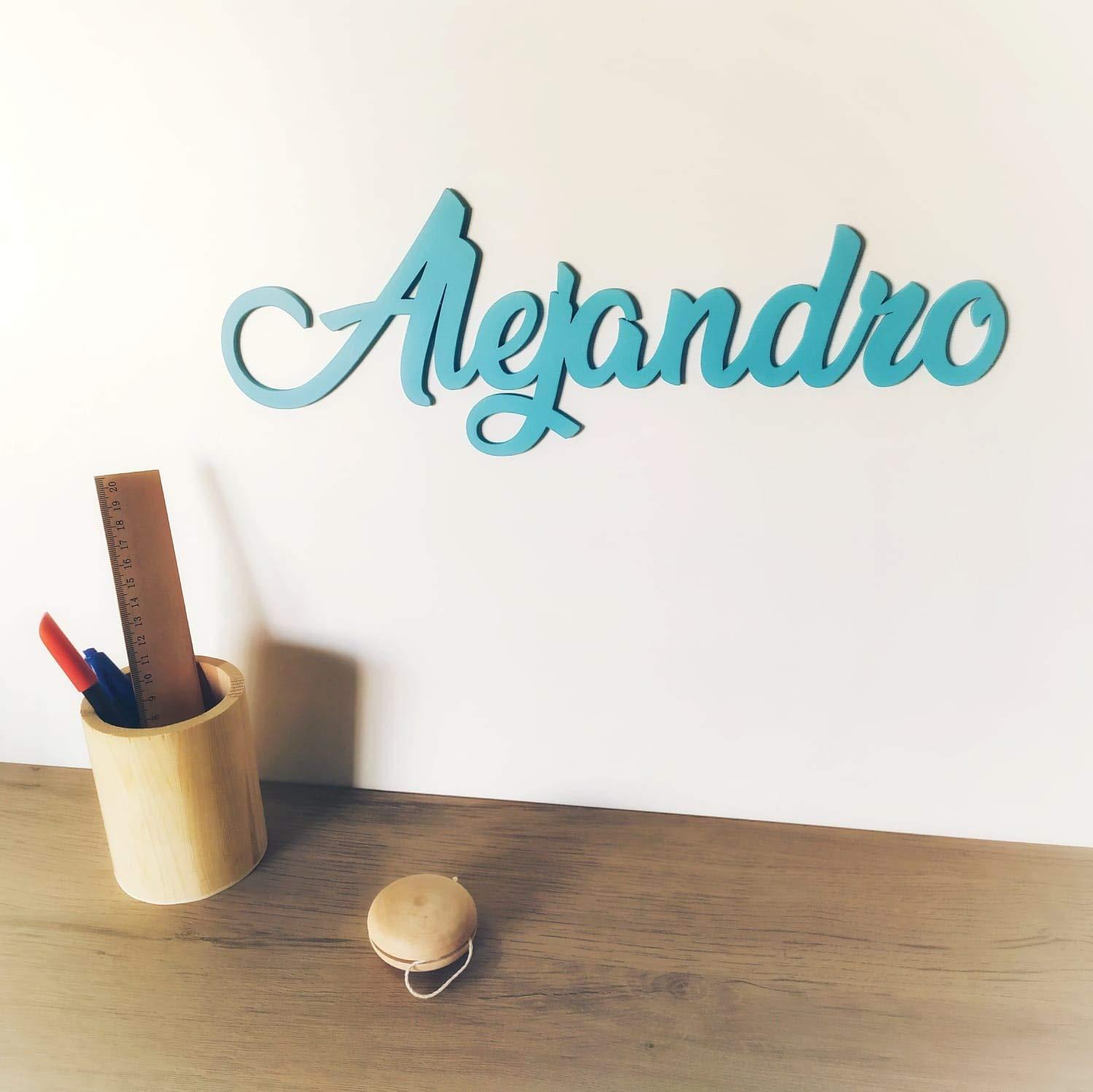 Nombre de madera personalizado para colocar en la puerta o decorar la habitación de tu bebe de una forma original. Para el cabecero, la pared o cajón de los juguetes.