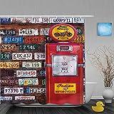 DAHALLAR Rideau de Douche,Diverses Anciennes plaques d'immatriculation américaines derrière la Pompe à Essence Antique dans l'Utah Rural,décor de Salle de Bains,Crochets Inclus,180 * 180