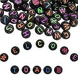 TOAOB 600 Stück Buchstabenperlen Schwarz Acryl Perlen mit Bunt Buchstaben A bis Z Rund 4 x 7 mm für Armbänder Halsketten und Schlüsselanhänger