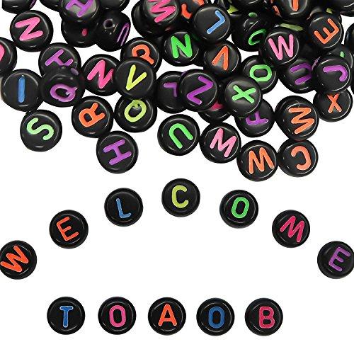 TOAOB 600 Stück 4x7mm Schwarz Buchstabenperlen Rund Acryl Perlen mit Bunt Buchstaben A bis Z für Armbänder Halsketten Schmuckherstellung