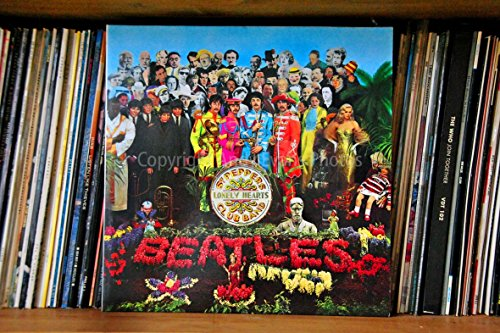 The Beatles eine 45,7x 30,5cm Fotografieren Fotodruck The Beatles Sergeant Pepper 's Lonely Hearts Club Band Album Cover Landschaft Foto Farbe Kunstdruck Bild. Fotografie von Andy Evans Fotos