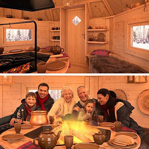 Grillkota von innen mit Grill und Feuer und Familie