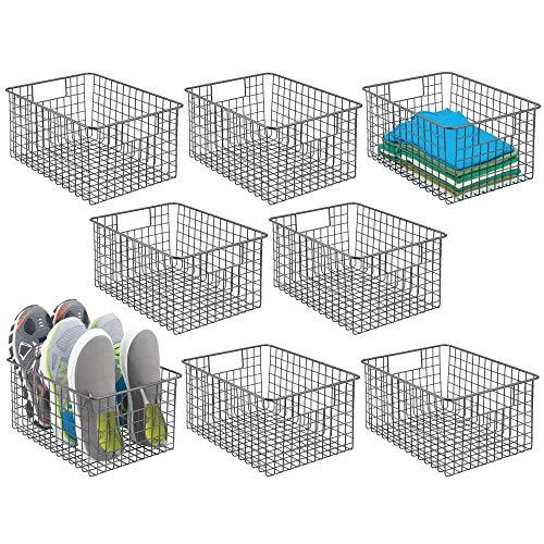 mDesign - Cesta de almacenamiento de alambre de metal con asas para organizar armarios, estantes y armarios en dormitorios, baños, entradas y pasillos, 8 unidades, color grafito