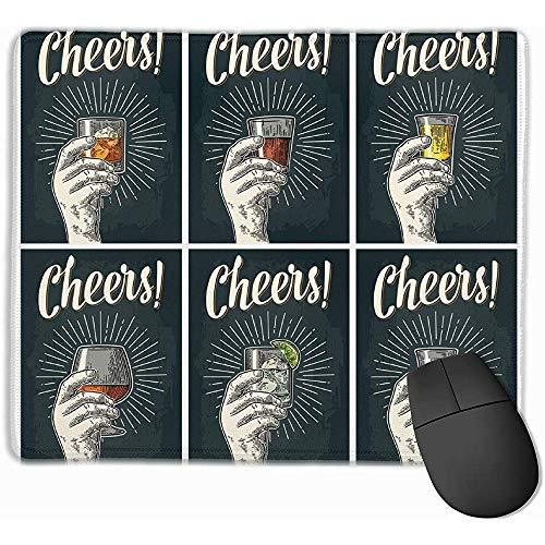 Männliche Hand, die Glas mit Weinbrand, Tequila, Gin, Wodka, Rum, Whisky hält. Beifall Mousepad rutschfeste Spiel-Mausunterlage