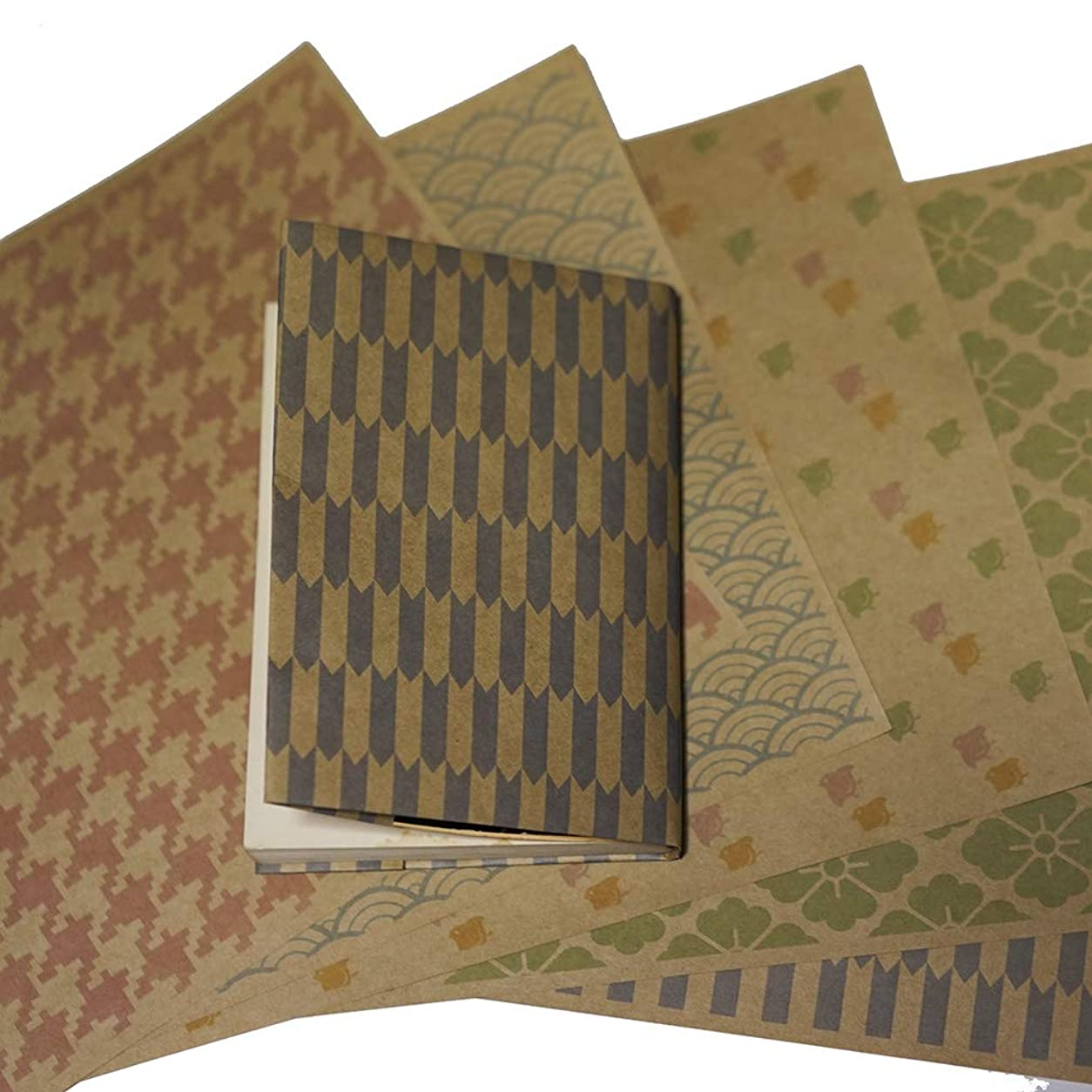 プロポーショナル息切れ君主紙製ブックカバー 和柄パターン(カラー) (クラフト紙)