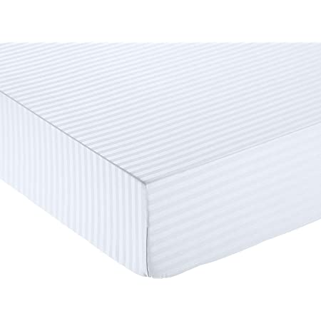 Amazon Basics Drap-housse en microfibre haut de gamme Motif rayures, 160 x 200 cm - Blanc éclatant