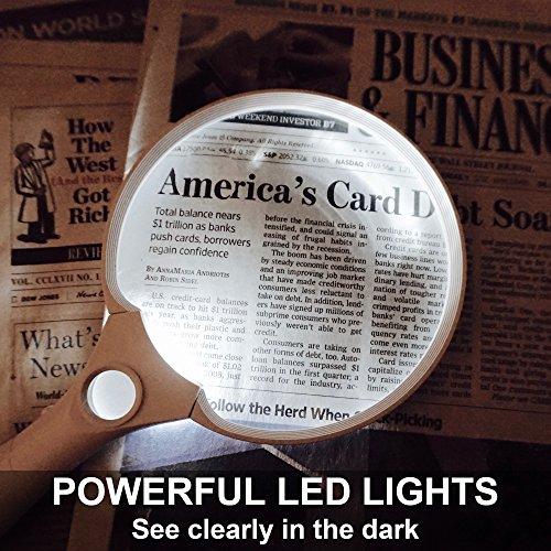 Fancii Extra große LED Handlupe mit Licht zum Lesen, 2x 4x 10x Fach Vergrößerung – Beste Jumbo Größe Beleuchtete Leselupe Vergrößerungsglas für Bücher, Zeitungen, Landkarten, Münzen, Schmuck, Hobbies - 7